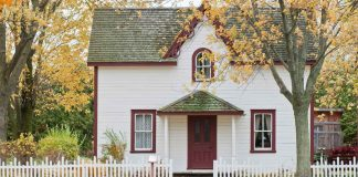 Homeowners-Insurance-What-to-Look-for-Shopping-Smartly-on-americastrend