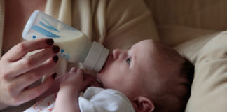 Some-Useful-Tips-to-Warm-Formula-Milk-with-Ease-on-americastrend
